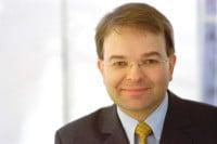 ist geschäftsführender Direktor und Sprecher des Krisennavigator - Institut für Krisenforschung an der Universität Kiel.