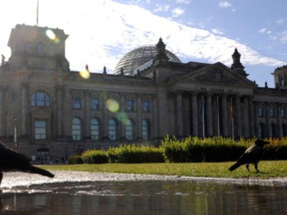"Das Zentrum der ""Berliner Republik"" - der Reichstag in Berlin. © Axel Schmidt (dapd)."