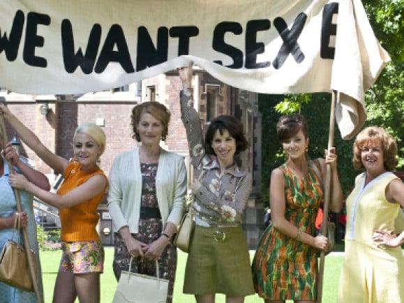 """Demonstration der Fabrikarbeiterinnen im Film """"We Want Sex"""". Foto: © We Want Sex / (c) TOBIS Film"""