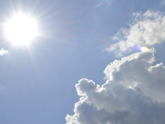 Die Forscher untersuchen zum Beispiel, wie die Helligkeit von Wolken auf eine künstliche Beeinflussung reagiert.Foto:© Leonie Beermann Link zu pixelio.de