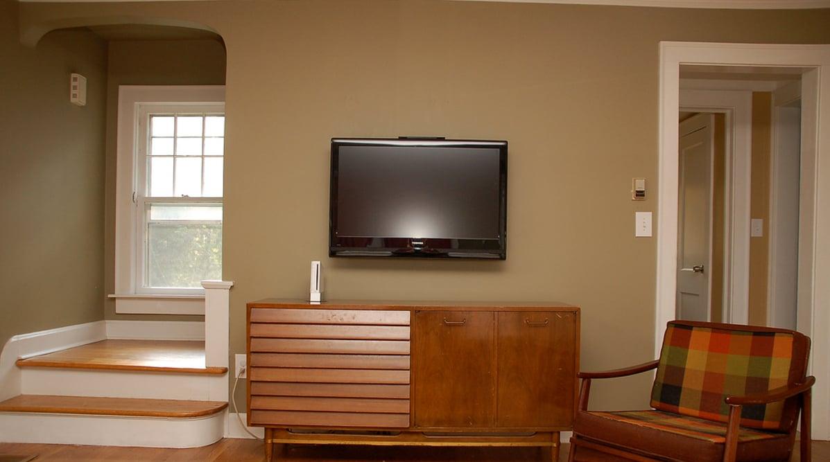 fortschritt tv wandhalterungen wie kommt der flachbildfernseher an die wand. Black Bedroom Furniture Sets. Home Design Ideas