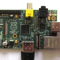 """So sieht das Ein-Chip-System eines """"Raspberry Pi"""" mit seinen verschiendenen Anschlüssen aus. Foto: © Clive Darra / Flickr"""