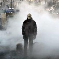 Ein Demonstrant auf dem Maidan. Die Proteste werden zusehends gewaltsamer. Foto: Genya Savilov/AFP