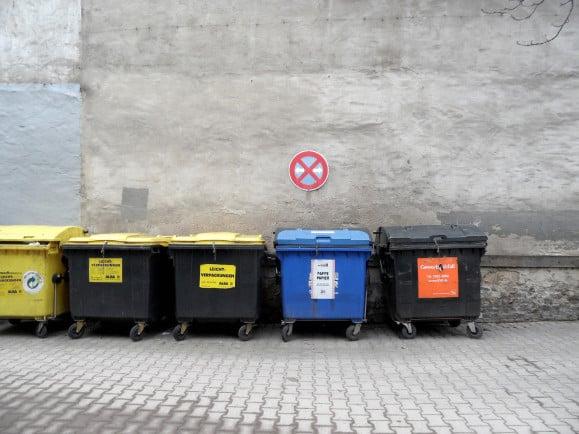 Was gehört in welche Tonne? Viele Verbraucher tun sich schwer bei der richtigen Mülltrennung. Foto: onnola | Flickr | Lizenz: CC BY-SA 2.0