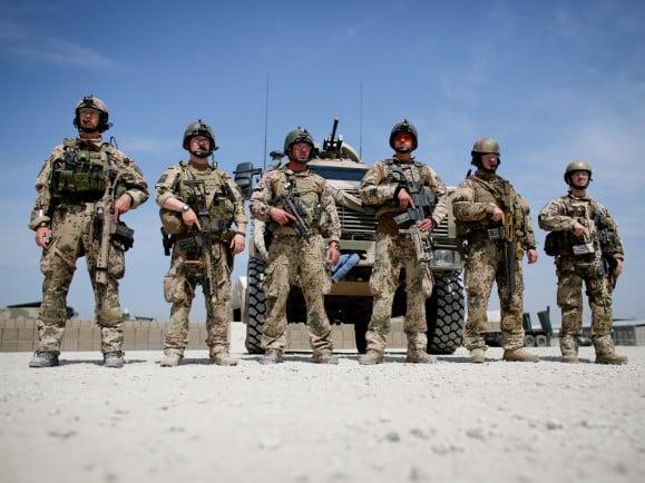 In 17 Ländern sind zur Zeit Soldaten der Bundeswehr im Einsatz. Doch was machen die Soldaten da eigentlich? Foto: © Kay Nietfeld | AFP