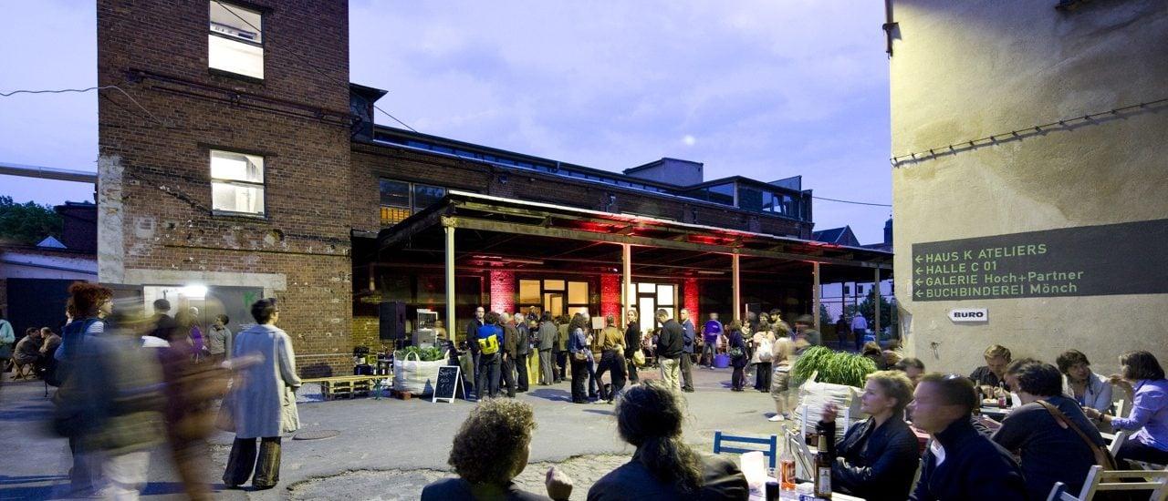 Blick in den Hof bei einem Tapetenwerkfest. Foto: Kirsten Nijhof   Tapetenwerk