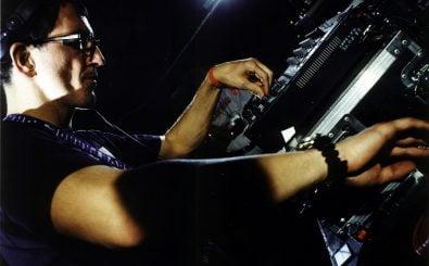 Technofieber auf der Loveparade: Dr. Motte legt auf. Foto: © Team Dr. Motte