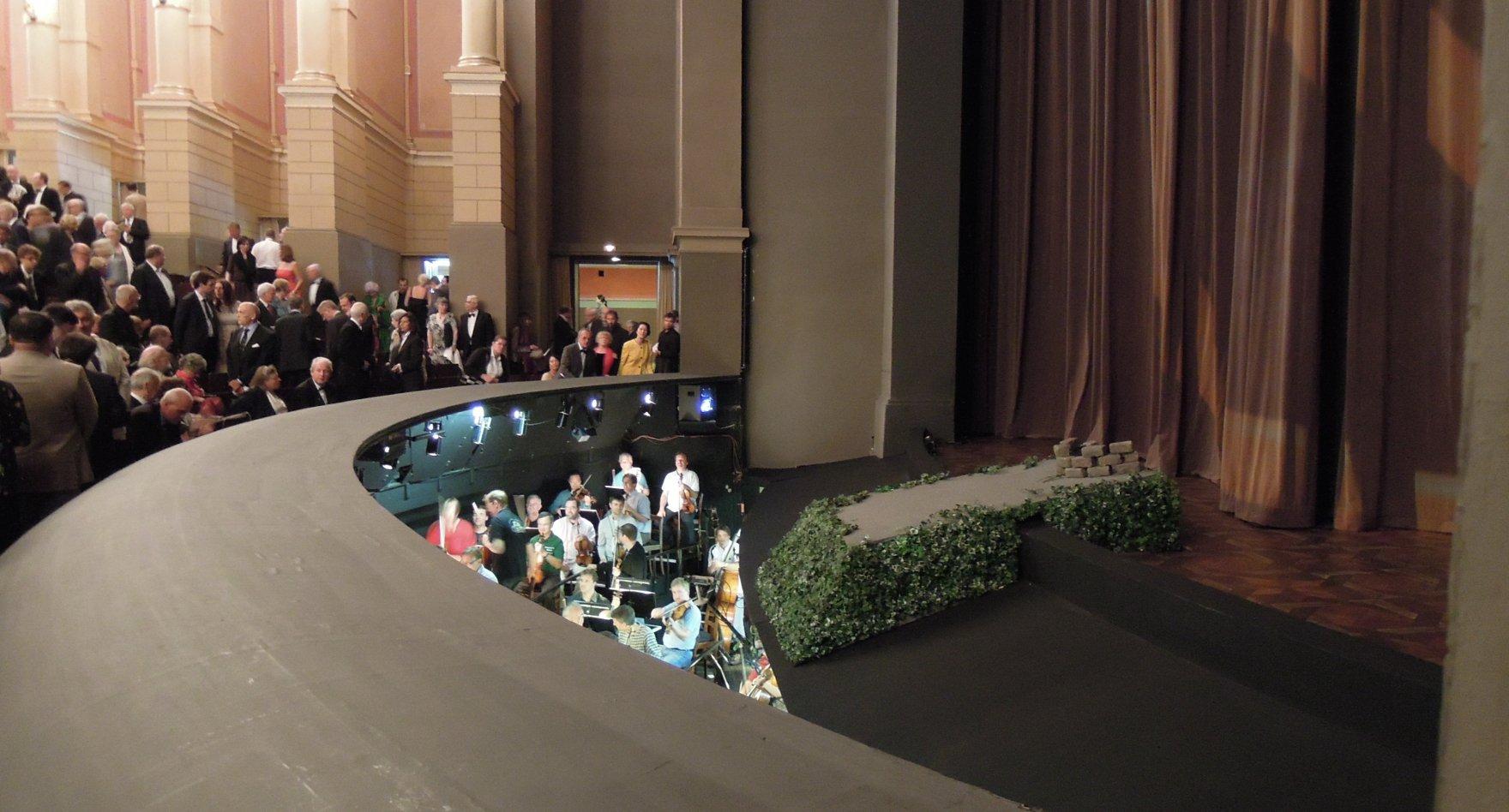 Bayreuth_Festspielhaus_Orchestergraben_Wikimedia