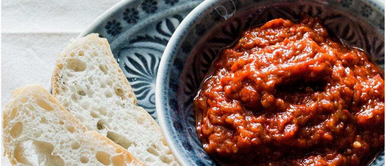 Aus vielen Paprikas wird zwar nur wenig Ajvar, aber dafür schmeckt es sehr gut. © Kleiner Kuriositätenladen
