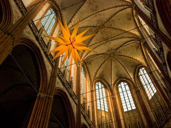 Heilige Hallen - auch für Homosexuelle? Titel: Marienkirche Lübeck Foto: Marienkirche Lübeck CC BY-SA 2.0 | Eric Wüstenhagen | flickr.com