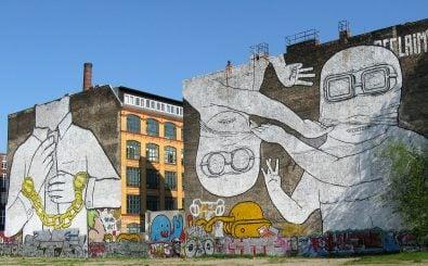 Lutz Henke war an der Übermalung des Wandgemäldes in der Cuvrystraße beteiligt. Foto: <a href