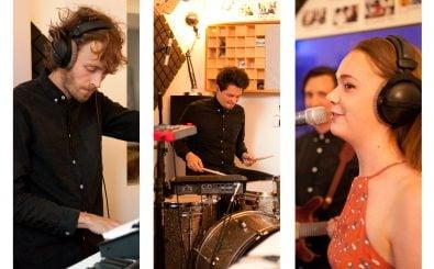 Patrick Bongers, Gabriel Häuser und Emma Dawkins alias Kafka Tamura im detektor.fm-Studio. Fotos: Alexander Kopp