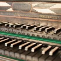 Tastatur eines Cembalos aus dem Museum für Musikinstrumente der Universität Leipzig. Das Instrument wird bei Veranstaltungen gespielt. Foto: Mike Sattler