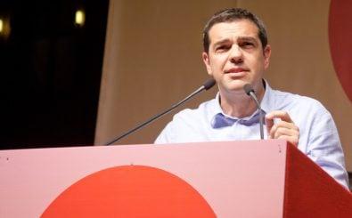 Alexis Tsipras bekommt zwar eine zweite Chance. Doch es bleibt keine Zeit zu feiern. Neben der Finanzkrise erwarten ihn Herausforderungen wie Defizite im Bildungsystem und die Flüchtlingskrise. Foto: Alexis Tsipras a Bologna CC BY-ND 2.0 | Filippo Riniolo | flickr.com