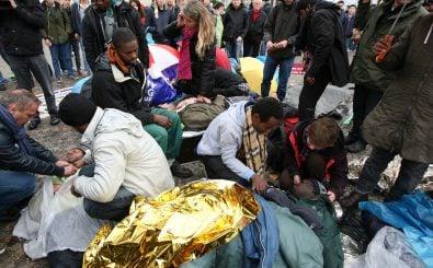 Der Plan der EU-Innenminister sieht vor, Flüchtlinge schneller zurück in Länder wie die Türkei, Libanon oder Jordanien zu schicken. Foto: Hungerstreik der Flüchtlinge in Berlin 2013-10-15 (07).jpg CC BY 2.0 | PanchoS / Fraktion DIE LINKE / Wikimedia