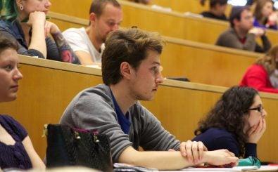 Kann schonmal einsam machen: Wenn man als Erster aus der Familie studiert, ist zuhause nicht immer volles Verständnis gegeben. Foto: GOerasmus – Informationsveranstaltung zu geförderten Auslandsaufenthalten mit ERASMUS+ | CC BY 2.0 | Universität Salzburg / flickr.com