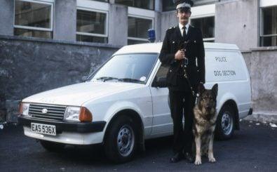 Es verändert sich etwas in der Ausbildung für Polizeihunde. Foto: Northern Constabulary early livery – Ford Escort Dog Van | Dave Conner / flickr.com (CC BY 2.0)