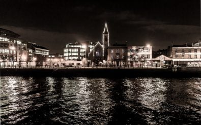 Haben den düsteren wirtschaftlichen Aussichten der Krisenjahre getrotzt: Irland und seine Hauptstadt Dublin. Foto: Dublin City And Docklands at Night Ref-100139 CC BY-SA 2.0 | William Murphy / flickr.com