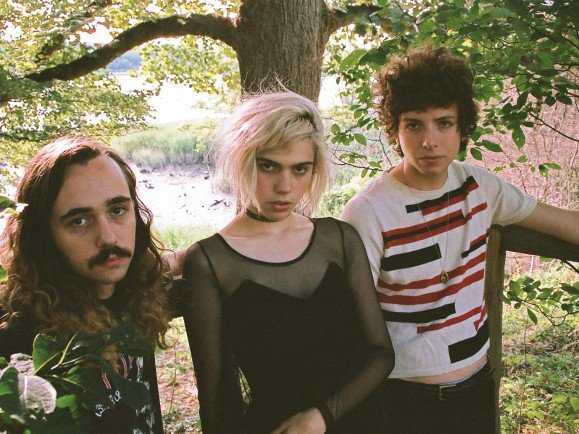 Zwischen Garage Rock, Psychedelic Rock und Dream Pop: Sunflower Bean. Foto: Crista Simiriglia