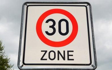 Tempo 30 Zone für innerstädtische Hauptstraßen. Foto: CC0 1.0 | Kapa65 / Pixabay.com