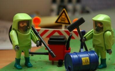 Wohin mit dem radioaktiven Abfall? Liegenlassen ist keine Option. Foto: Playmobile Radiation Fun/ credit: CC BY 2.0 | tico_24 / flickr.com