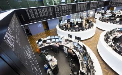 Auch an der Börse in Frankfurt gibt es Mittelstandsanleihen zu kaufen. Privatanleger bekommen eine 10-Punkte-Checkliste an die Hand, die vor den möglichen Risiken warnen soll. Foto: Deutsche Börse / Jochen Zick/action press CC0 1.0 | Bankenverband – Bundesverband deutscher Banken / flickr.com