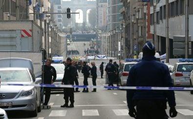 Polizisten an der Rue de la Loi, wenige Meter von dem Anschlagsort Malenbeek entfernt. Foto: AFP | Nicolas Maeternlinck.