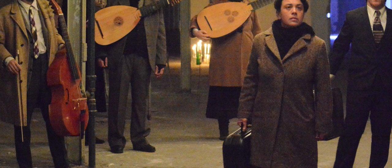"""In dem interaktiven Stück """"Fugit"""" wird der Zuschauer selbst zum """"Flüchtling"""". Foto: (c) Michael Rathmann."""