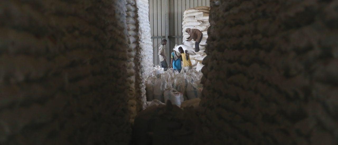 In Äthiopiens größtem Notfall-Getreidespeicher türmen sich die Nahrungsmittellieferungen. Foto: | Colin Cosier | afpforum.com.