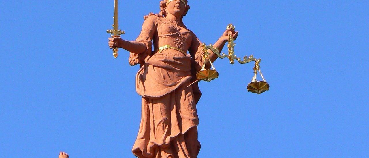 Justitia bleibt blind. Das sorgt für Gerechtigkeit. Doch wenn ein Richter absichtlich oder unwissend nicht genau hinschaut, kann das zum Problem werden. Foto: Justitia CC BY 2.0 | Dierk Schaefer / flickr.com