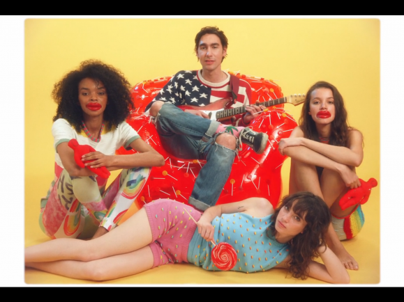 "Oscar Scheller in dem Video zu ""Good Things""."