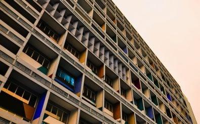 Zehn Euro für einen Quadratmeter Plattenbau? Einige Bezirke sind davon nicht weit entfernt. Die Mietpreisbremse sollte dieser Entwicklung der Mieten entgegenwirken. Foto: Unité d'Habitation/ credits: CC BY 2.0 | Matthew Riley / flickr.com