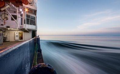 Das deutsche Forschungsschiff Polarstern auf dem Weg in die Arktis. Foto: Alfred-Wegener-Institut – Stefan Hendricks
