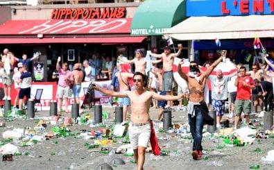 Im Rahmen des Länderspiels zwischen England und Russland kommt es zu massiven Ausschreitungen zwischen Hooligans. Foto: AFP | Leon Neal.