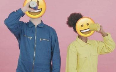 "Smiley-Face: so schaut's aus, im Musikvideo ""What You Talking About?"" von Peter Bjorn and John. | Foto: Screenshot ""PeterBjornAndJohn"" auf YouTube."