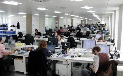 Ob diese Büromitarbeiter auch unzufrieden mit ihren Arbeitszeiten sind? Foto: New office | CC BY 2.0 | Phil Whitehouse / flickr.com.