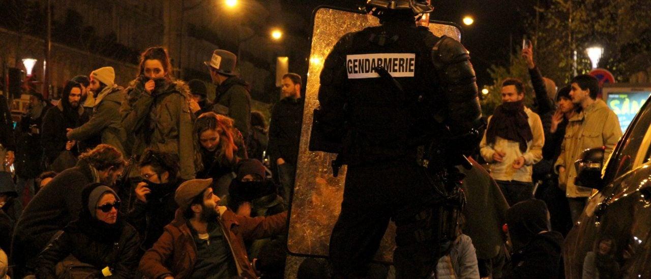Der Ausnahmezustand in Frankreich betrifft nicht nur die Terrorismusprävention, sondern auch Demonstrationen gegen die Arbeitsrechtsreform. Foto: Nuit Debout – Violences | CC BY 2.0 | Maya-Anaïs Yataghène | flickr.com
