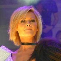 Helene Fischer schaut nachdenklich - wahrscheinlich wegen des Liebesaus'. Ob Neuer wohl ähnlich schaut?