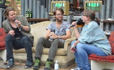 Dylan Philipps und Conner Molander von Half Moon Run bei den Dockville Talks auf unserer Interviewbühne. Foto: detektor.fm