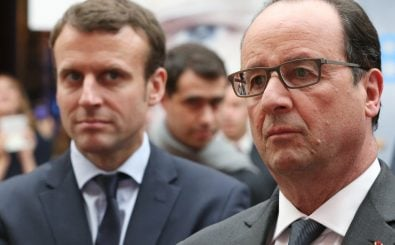 Staatspräsident François Hollande machte Emmanuel Macron 2014 zum Wirtschaftsminister von Frankreich. Macron hat seinen Rücktritt verkündet und schielt wohl nach dem Job seines alten Chefs. Foto: Pool/AFP | Charles Platiau
