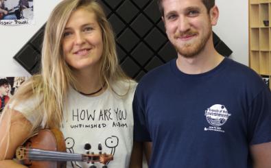 Hannah Epperson mit ihrem Schlagzeuger Jason Burger. Foto: detektor.fm