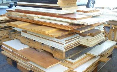 Holz übrig? Aus alten Brettern und Leisten lässt sich noch ziemlich viel herstellen. Foto: Plywood and Shelving CC BY 2.0 | Reuse Warehouse / flickr.com