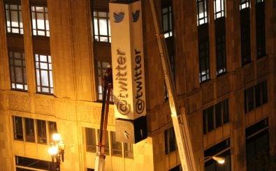 Noch wird der Firmensitz nicht abgerissen, aber Twitter ist derzeit tief in der Krise. Foto: Twitter HQ Sign CC BY 2.0 | Mike Davis / flickr.com