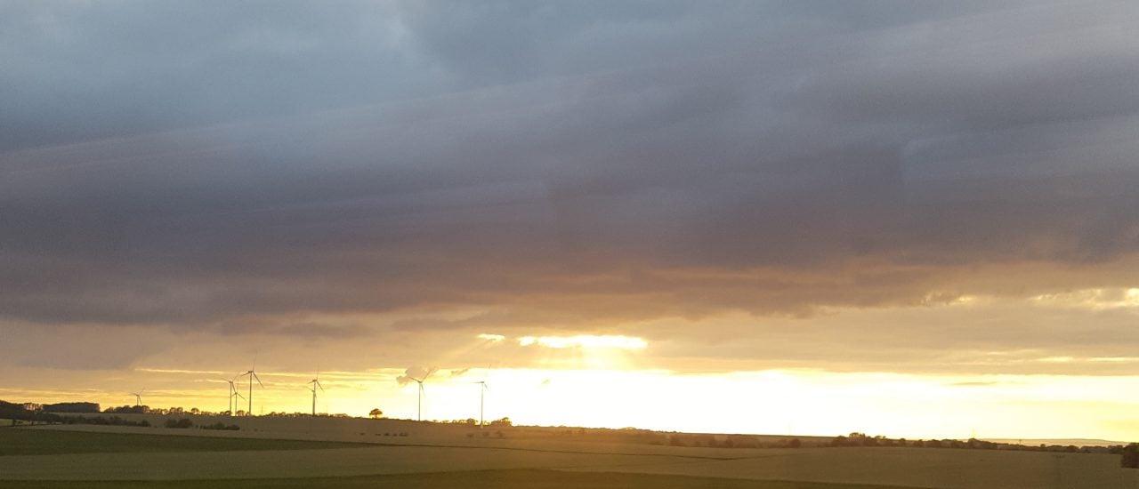 Strom, der aus Windkraftanlagen im Norden gewonnen wird, soll nach Süden – aber wie? Foto: Insa van den Berg | detektor.fm.