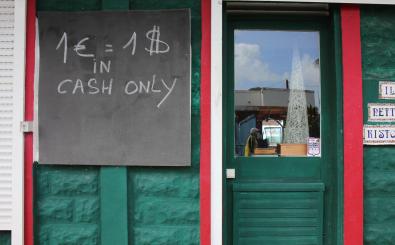 Geld kostet hier wohl Geld – doch wie misst man den Wert von Bargeld? Foto: 1 Euro