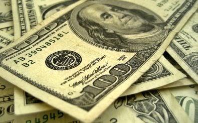 Mit der Erhöhung des Leitzinses reagiert die US-Notenbank auf Trumps Wirtschaftspläne. Foto: Dollars CC BY-SA 2.0 | 401(K) 2012 / flickr.com
