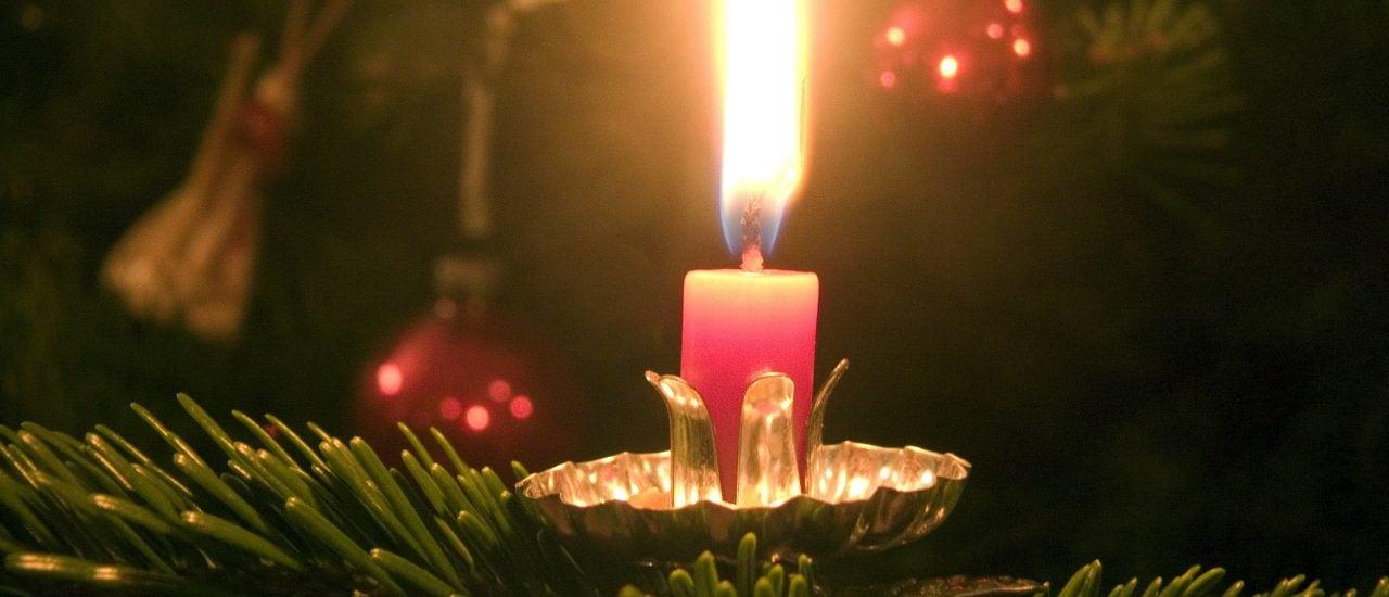 Ein Weihnachtsbaum kann auch ohne giftige Inhaltsstoffe prachtvoll sein. Foto: Kerze CC BY-SA 2.0   Gunnar Ries zwo / flickr.com