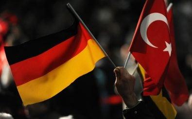 Der türkisch-islamischen Union der Anstalt für Religion, kurz DITIB, wird vorgeworfen, Türken in Deutschland im Auftrag der türkischen Regierung zu bespitzeln. Foto: AFP | Patrik Stollarz