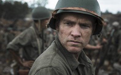Mel Gibson ist zurück hinter der Kamera. Mit Hacksaw Ridge verfilmt er die wahre Geschichte um einen pazifistischen und tiefreligiösen Soldaten im Zweiten Weltkrieg. | Bild: © Universum Film GmbH & Co. KG