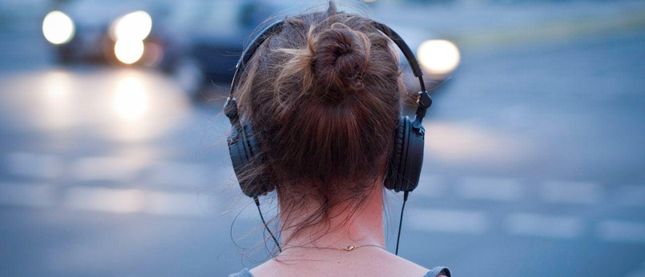 Musik dient vielen als Begleiter durch den Alltag. Aber kann sie auch als Konzentrationshilfe funktionieren? Foto: CC BY-SA 2.0 | Sascha Kohlmann / flickr.com